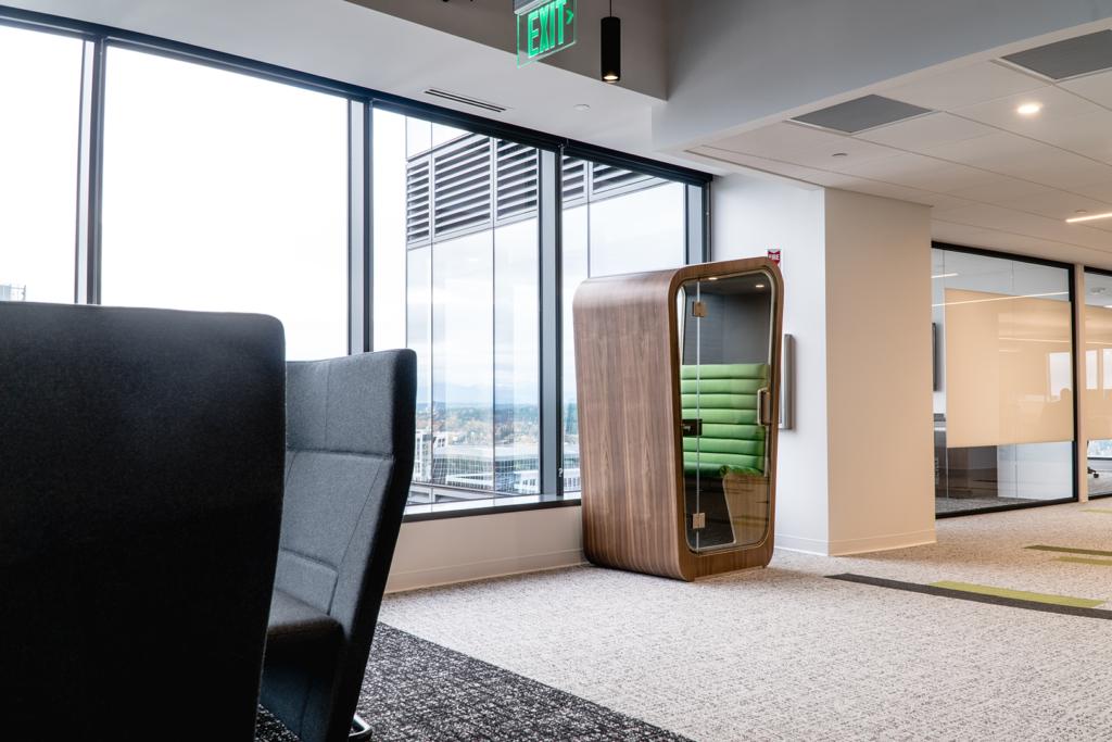Loop Solo in Open space office